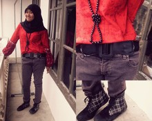 Amalia Hani - Hijab, Batik Blouse, Simple Black Neacklace, Black Belt, Unique Boots - Nice weekend!!!