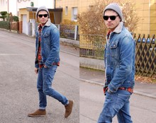 Julian . - Zara Desert Boots, Pull & Bear Denim, H&M Plaid Shirt, Lee Denim Jacket - Man down