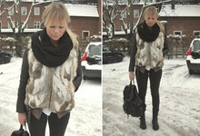 Sofie Ekstrom - Vintage Fur Wiastcoat, Bianco Backpack - Today Baby