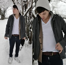 Sebastian Strasser - American Apparel Hat, New Yorker Jacket - A winter morning.