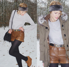 Sofie V. - River Island Brown Leather Short, Moschino Belt, Petit Bateau Grey Sweater, Zara Brown Wedges - Wedges are made for walking in the snow