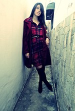Hianne Morais - Vintage Shirt, Black Belt, Vinage Red Coat - Hot N' Cold
