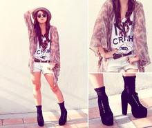 Hannah Tan - Topshop Robe, Proud Race N*1 Crush Shirt, Thrifted Feathered Necklace, Boots, Ray Ban Clubmasters - Hey Hey Sunny Side (idreamofvintage)