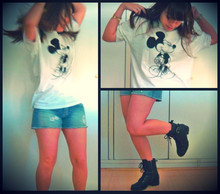 Leticia Tostes - Disneyland Paris Mickey T Shirt, Shop 126 Jeans, Espaço Fashion Para C&A Combat Boots - Mickey rocks