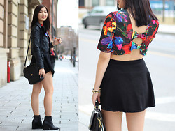 Dahye J - American Apparel Circle Skirt, H&M Bow Back Cut Out Top, Zara Black Leather Wedge - Cut out bow back top <3
