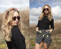 Emma Reay - New Look Red Floral Hairband, Ebay Circle Vintage Sunglasses, Primark Slash Neck Black Top, Primark Polka Dot Floral Skort - Polka Dot Skort