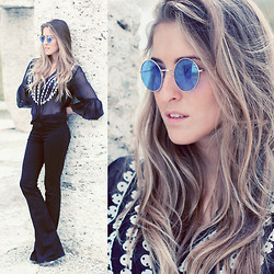 Elen Ellis - Vintage Sunglasses, Maria Grazia Severi Blouse, Bershka Flared Pants - Looking at the 70s