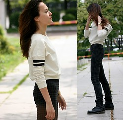 Simona Slavova - Cubus Croptop, Lindex Leggings, Tally Weijl Watch, Northland Boots - Cropped
