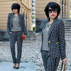 Priscila Diniz - Plaid Blazer, Plaid Pants, Geometric Sweater, Sunglasses, Cap Toe, M.Leon Clutch, Necklace - All that I love! (black and white & patterns)