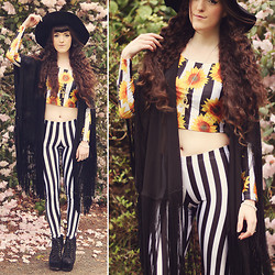 . . - Romwe Zebra Leggings, Romwe Sunflower Top, Vesst Black Shall - SUN MEDALLION