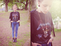 Zwillingsnaht . - Urban Outfitters Light Before Dark High Skin, Urban Outfitters Metallica T Shirt, G Star Boots, Primark Cardigan, Vintage Necklaces - Festival Outfit Week #5