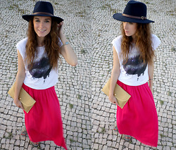 Lina . - Primark Skirt, Librastyle Tees - Bright PINK