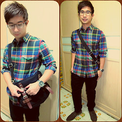 Aaron Tan - Topman Buttoned Shirt, H&M Black Slim Chinos, Chainloop Taiwan Dark Brown High Cut Shoes, Zinc Black Canvas Sling Bag, Casio Ediface Metal Watch, Augustino Valentino Glasses - Add Some Colors To Your Life