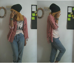 Wulan F. Y. - Favo Jeans, Rodeo Printed T Shirt, Q&Q Green Watch - Fade Away