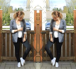 Emma Karki - 2nd Hand Blazer, Zara Jeans, From My Sister Top, H&M Sneakers, O.N.E Watch - Messy Bun