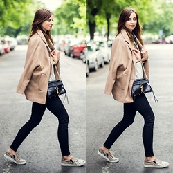 Barbora Ondrackova - Choies Coat - BEIGE AND SNAKE PRINT