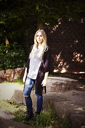 Zwillingsnaht . - Primark Necklace, Primark T Shirt, Primark Kimono Cardigan, H&M Ankle Jeans, Dr. Martens Dr Pascal Boots - Festival Outfit Week #6