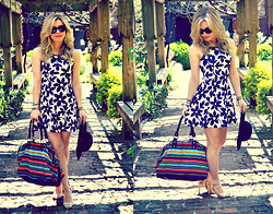 Katie Miller - For Elyse Daisy Chain Dress, Forever 21 Weekender Tote, Forever 21 Floppy Hat, Forever 21 Shoes - Darling in Daisies