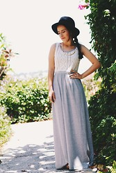 Juli Williams - Target Maxi Dress, Target Gold Necklace, Forever 21 Hat - Island Look