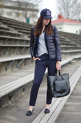 Sofia - Gina Tricot Cap, H&M Jacket, H&M Blazer, Gina Tricot T Shirt, H&M Trousers, Zara Bag, Skopunkten Loafers, Michael Kors Watch - Suit goes sport