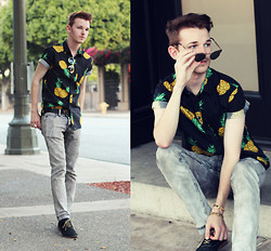 Drew Scott - Forever 21 Pineapple Shirt, Rude Distressed Skinnies, Aldo Suede Oxfords, Urban Outfitters Gold Sunnies - Pineapple