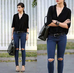 Adriana Gastélum - Diy Busted Knee Jeans, Coach The Borough - Almost the classic jean