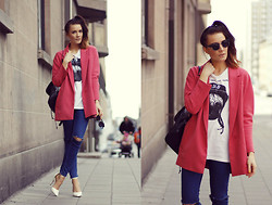 Outi Toivola - H&M Blazer, Zara Jeans, Thrifted Backpack, Nly Shoes Heels - PINK