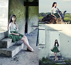 Noree Anne Celine - Oasap Green Embroidered Dress, Accessorize Art Deco Emerald Ring - Emerald Spring