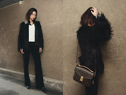 Miu N - Bikbok Fur, Louis Vuitton Bag, Sand Pants, Gina Tricot Knit, Acne Studios Boots - Crows