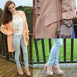 Rebecca Casserly - Vintage Peach Blazer, Hollister Ripped Jeans, Primark Nude Sandals - Peach Lady