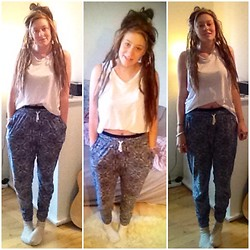 Louise Christiansen - H&M White Top, H&M Casual Pants - Casual and dreads rock - im back