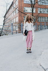 Linda Ekroth - Bikbok Pants, H&M Trens, H&M Sandals - Light