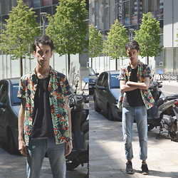 Fabio G. - Pull & Bear Shirt, Fendi Jeans, Nike Sneakers - Tropical printed shirt