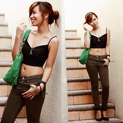 Marj Ramos - Cruella & Co Midrib Top, Topshop Skinny Jeans, Forever 21 Pumps, Banana Republic Bag, Minted Necklace - Pop of Green