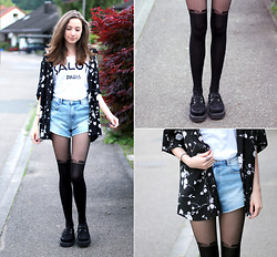 Rosa M. - Review Tee, Zara Shorts, Asos Tights - SHE MOVES