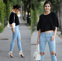Adriana Gastélum - Oasap Oversized Cropped Sweater, Salvatore Ferragamo Jody Bag, Sheinside Busted Knee Jeans, Guess? Shoes - Taking a break