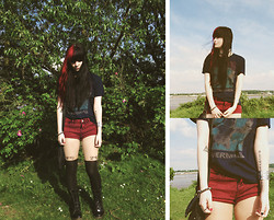 Anette V. - New Look Wine Red Shorts, Nirvana T Shirt, Primark Bow Suspender Tights - Nevermind