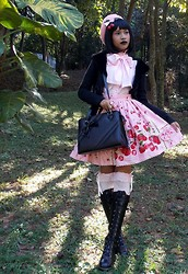 Lais Gonçalves - Le CafÉ Pink Beret, Sugary Creep Cherry Hair Acessory, Angelic Pretty Prince Lace Blouse, Metamorphose Temps De Fille Berry Stripe Skirt, Off Brand Pink Crown, Renner Fake Fur Jacket, Loris Black Bag, Angelic Pretty Pink Lace Socks, Bodyline Black Boots - Eu sou o paradoxo.
