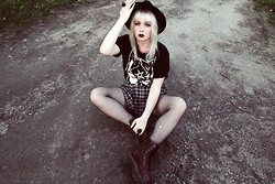 Thelma Malna - Kappahl Ring, H&M Hat, Ivory Jar Cat Lady Shirt, H&M Skirt, Kappahl Ring, Dr. Martens Jadon Boots - CAT LADY & TARTAN SKIRT