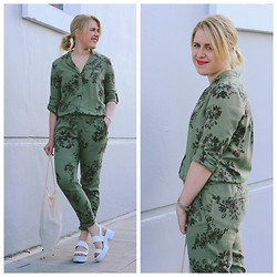 Auste Skrupskyte - River Island Jumpsuit, River Island Wedges - As Simple As That