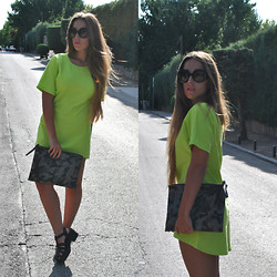 Claudia Villanueva - Prada Sunglasses, Frontrowshop Dress, Frontrowshop Clutch, New Look Sandals - Shine bright
