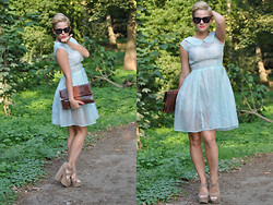 Rebeka Monhartová -  - Throwback to summer 2013 /my grandmothers engagement dress