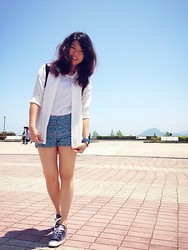 Yepoon Ach - H&M Blue Short, Hollister Beach Bag, H&M Pinned Shirt, Penny House Plain T - Blue in the Summer