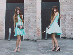 Camille Sioco - Oskar Mint Dress, Nowhere Leather Sandals, Louis Vuitton Eva Clutch - Minties