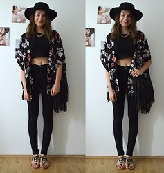 Mademoiselle Créative - No Name Sandals, Urban Outfitters Gold Chain, H&M Fringe Bag, H&M Bohemian Hat, H&M Black Crop Top, Dr. Denim 'Plenty' High Waisted Jeans, H&M Flower Kimono, Weekday Rings, Bijou Brigitte Ring, Essie 'Blanc' Nailpolish - Flower Kimono and Crop Top