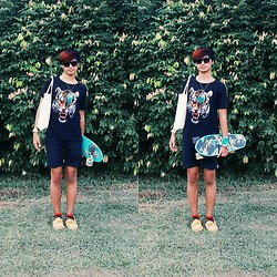 Haha Hariz - Cotton On Printed Tiger T Shirt, Just Jeans Black Chino Shorts, Floral Nickel Board, Thrifted Turquoise Dreamcatcher, Tote Bag - Hillside
