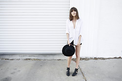 Rima Vaidila - Vintage Linen Button Up, One Teaspoon Black Cutoff Denim Shorts, Brixton Wool Fedora, Jeffrey Campbell Cut Out Ankle Booties - Crocodile hunter vibes