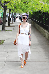 Jessie Bee - Free People White Layered Dress, Vintage Clasp Belt, An Honest Tote By Mini Penny, Han Kjøbenhavn State Army Sunglasses, Shedd Aquarium Gift Shop + Diy Shark Tooth Necklace, Route 66 Orange Sandals - Outdoor Market