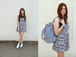 Sofie Rome - H&M Crop Top, Primark Floral Dungaree Dress, Vans Authentic, Asos Lila Backpack - Floral Dungaree Dress