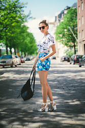 Martina M. - Angelica Blick For Bikbok Shorts, Ivory Jar T Shirt, Din Sko Shoes, H&M Backpack - Flowers & Guns